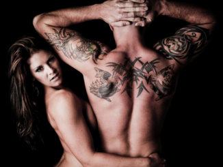 Sexy Frau und Mann Tattoo
