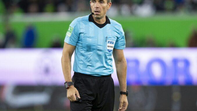 Tobias Stieler wird das Bundesliga-Topspiel leiten. ©AFP