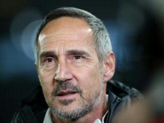 Adi Hütter glaubt an den Klassenerhalt der Eintracht. ©AFP