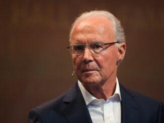 Wieder mal im Stadion: Franz Beckenbauer. ©AFP