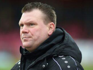 SVS-Coach Uwe Koschinat sieht ein 0:0 seiner Mannschaft. ©AFP