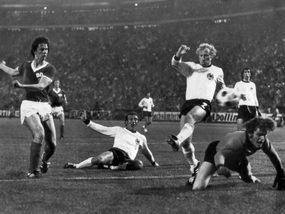 Spwarwassers Siegtor 1974 gegen die BRD (v.l.). ©SID STAFF