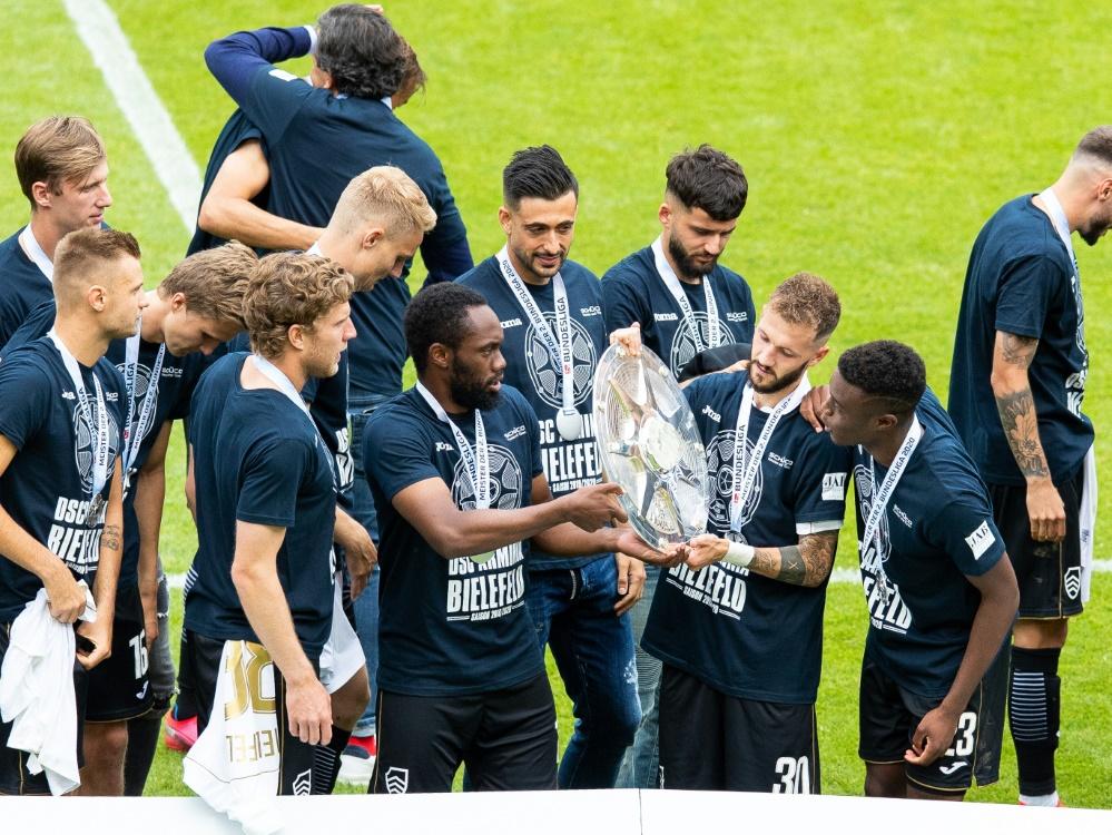 Bielefeld entschuldigt sich für große Aufstiegsfeier. ©FIRO/SID