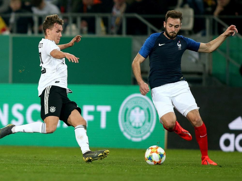 Tousart (r.) hat große Ziele mit der Hertha. ©FIRO/SID