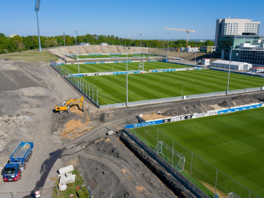 Das Parkstadion (hinten) noch während der Umbauphase. ©FIRO/SID