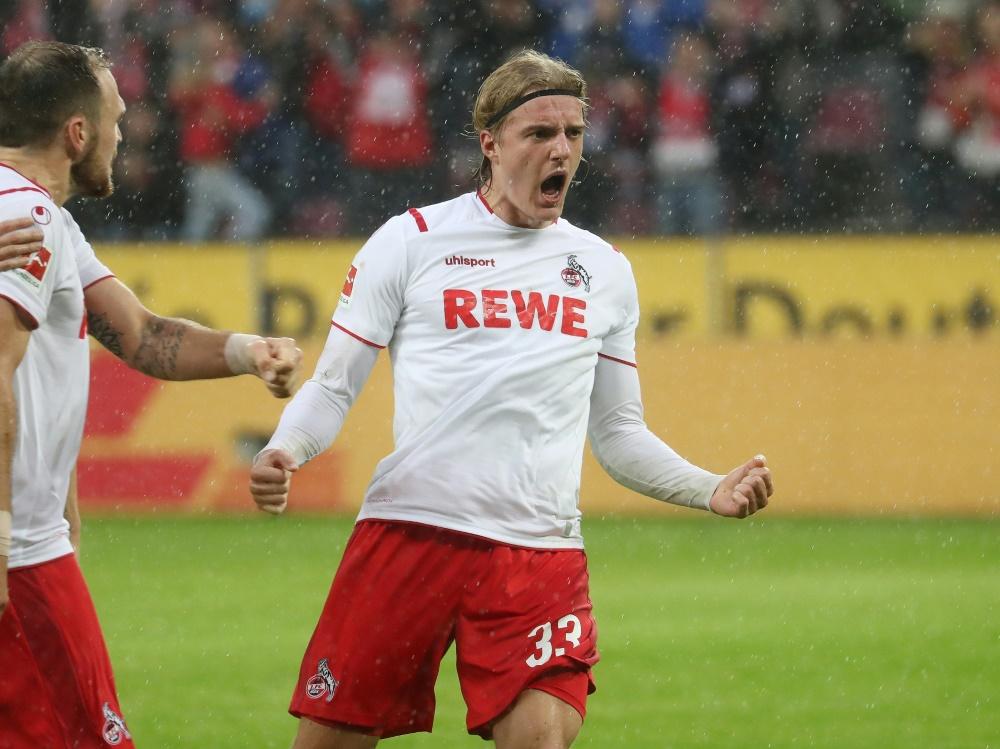 Hofft auf schnelle Fan-Rückkehr: Sebastian Bornauw (r.). ©FIRO/SID
