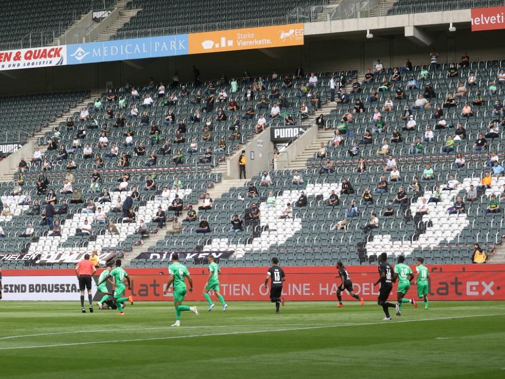 Bis 31. Oktober: Klubs dürfen Stehplatzbereiche öffnen. ©FIRO/SID