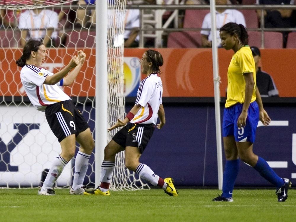 DFB-Frauen bejubeln den WM-Erfolg. ©FIRO/SID