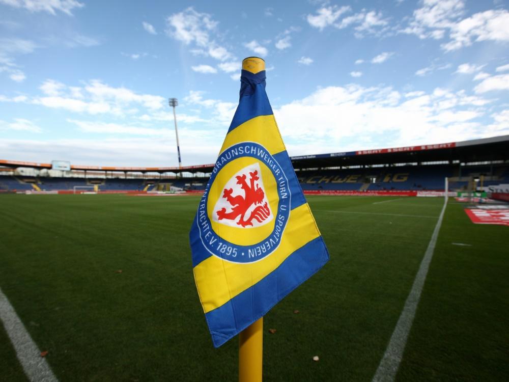 500 Zuschauer in den Heimspielen: Eintracht Braunschweig. ©FIRO/SID