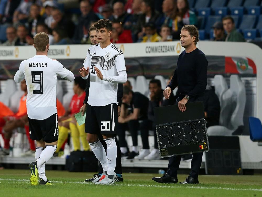 Havertz (M.) und Werner (l.) wechselten zum FC Chelsea . ©FIRO/SID