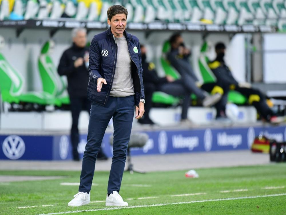 Oliver Glasner will mit Wolfsburg in die EL-Gruppenphase. ©FIRO/SID