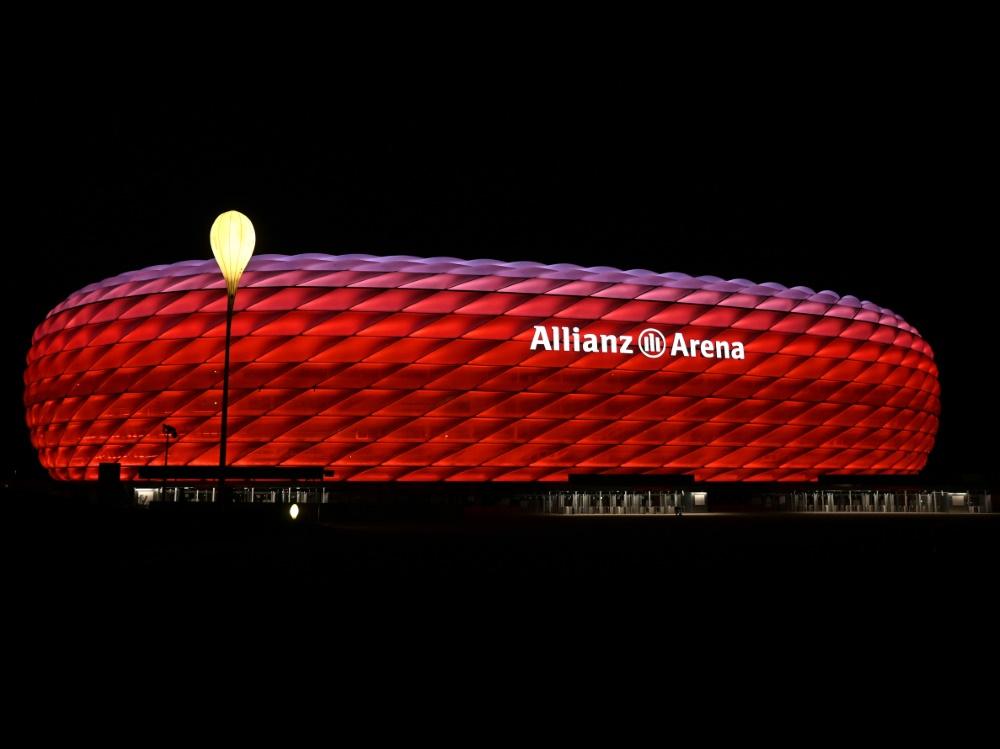 Allianz Arena erleuchtet vor Super Cup in Magenta. ©SID CHRISTOF STACHE