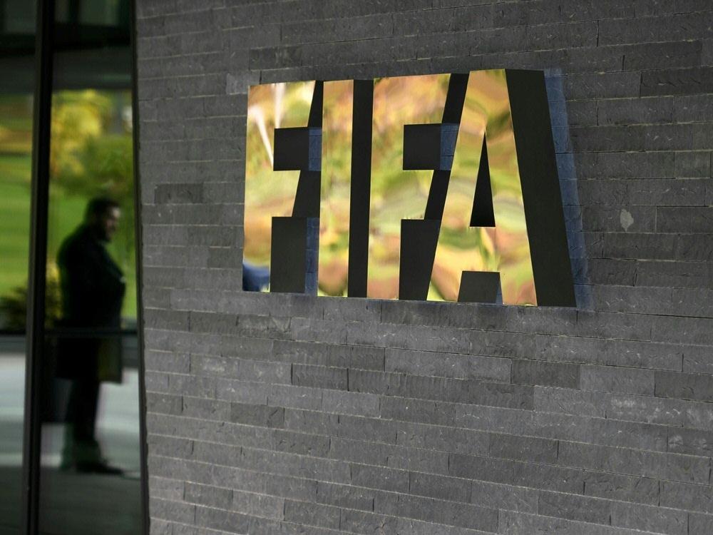 Die FIFA arbeitet an einem Corona-Hilfsplan für Verbände. ©SID FABRICE COFFRINI