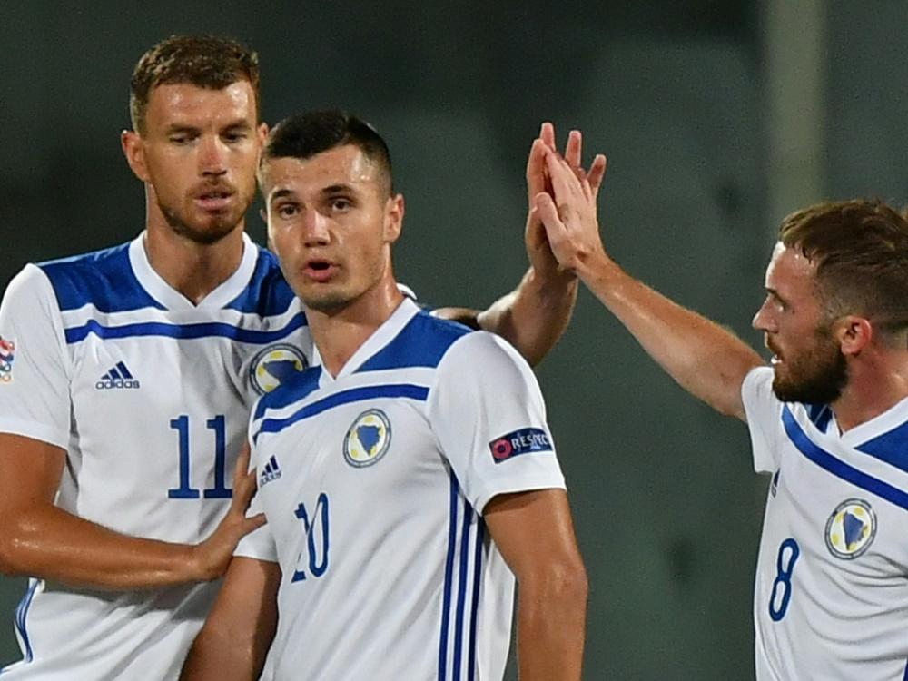 Punktgewinn gegen Italien: Dzeko (l.) und Bosnien-Herzegowina. ©SID Isabella BONOTTO