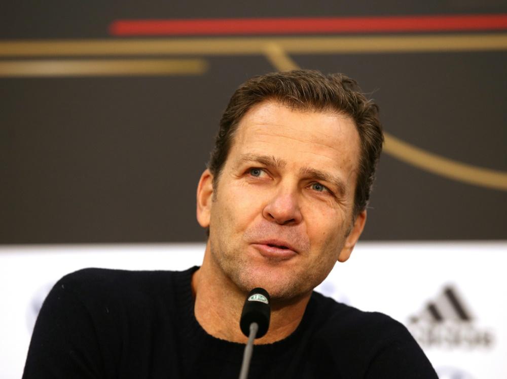 Bierhoff sieht die deutsche Auswahl nicht als Favorit. ©FIRO/SID