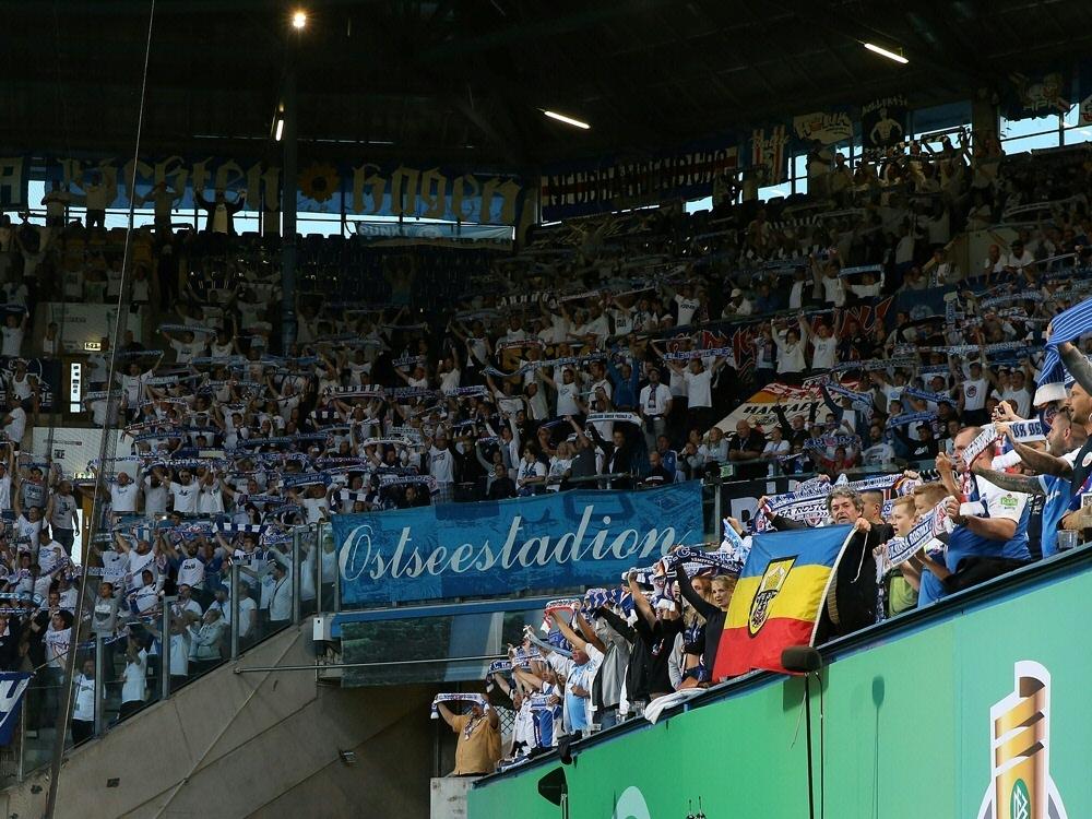 Insgesamt sind 7500 Zuschauer zum Spiel zugelassen. ©FIRO/SID