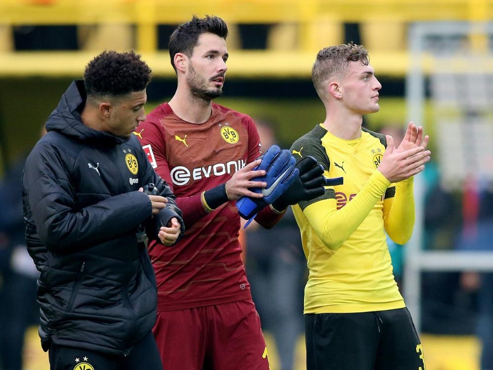 Jadon Sancho (l.) und Roman Bürki (Mi.) fehlen dem BVB. ©FIRO/SID