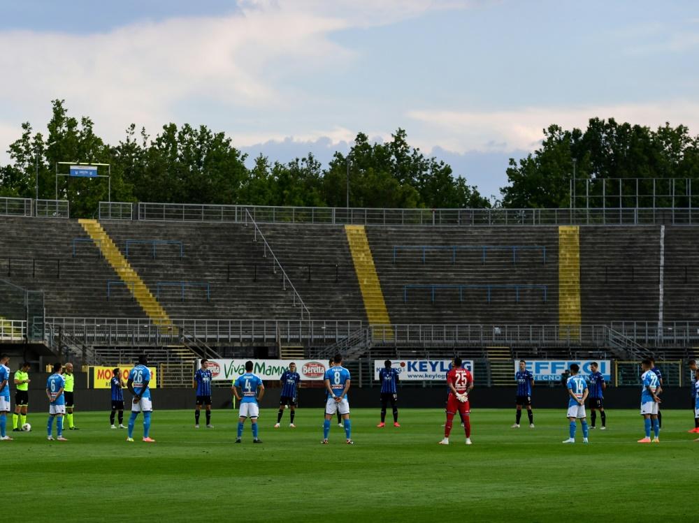 Schweigeminute im Gewiss Stadium in Bergamo. ©SID MIGUEL MEDINA