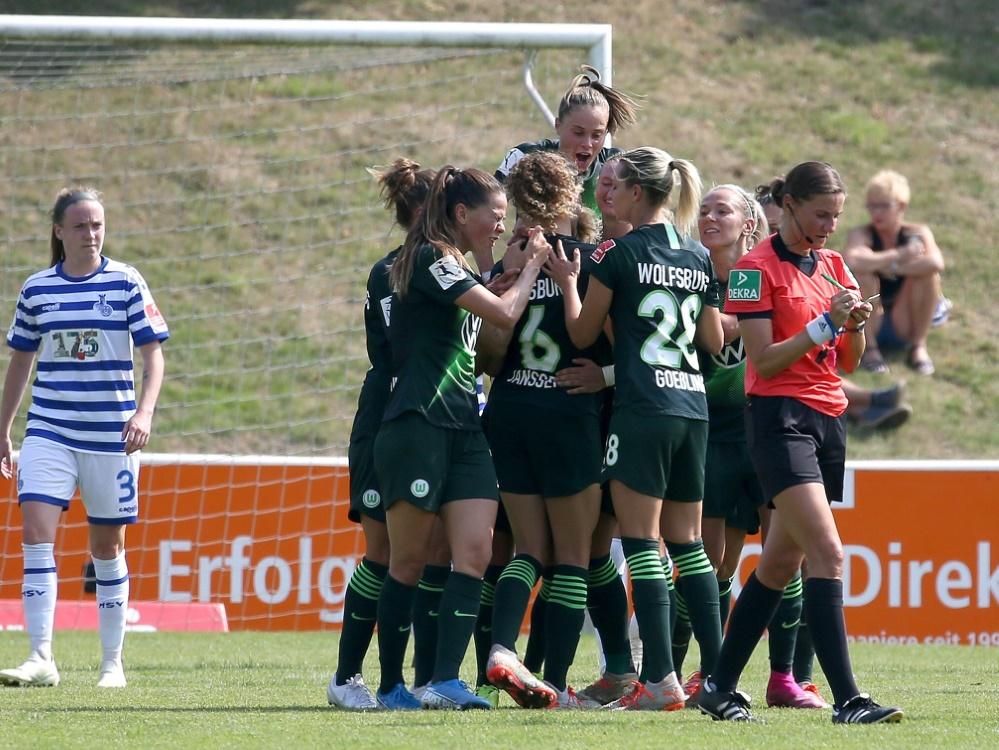 Double-Sieger Wolfsburg eröffnet die Saison gegen Essen. ©FIRO/SID