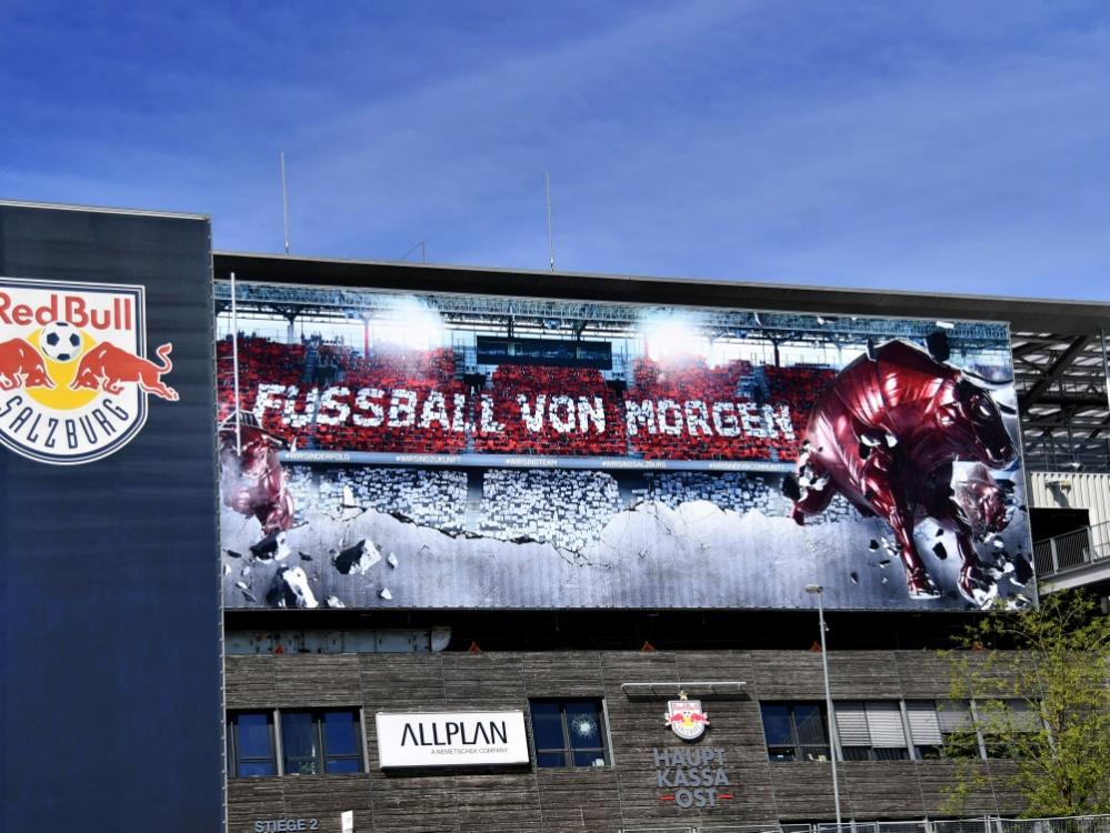 Auch RB Salzburg kämpft gegen das Coronavirus. ©APA/SID BARBARA GINDL