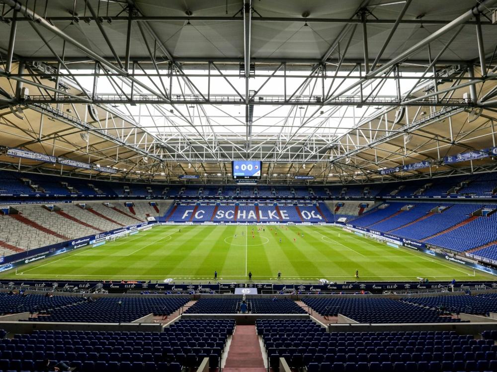 Derzeit dürfen bis zu 300 Zuschauer in die Veltins-Arena. ©FIRO/SID