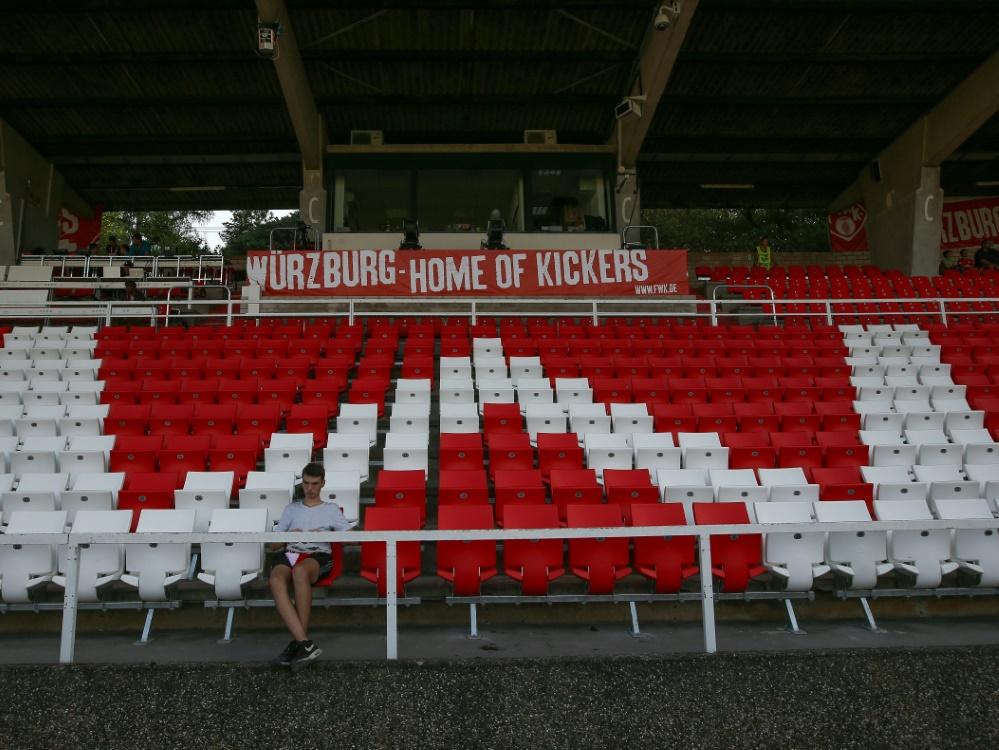 Die Würzburger Arena bleibt zum Zweitligaauftakt leer. ©FIRO/SID firo Sportphoto/Christian Kaspar-Bartke