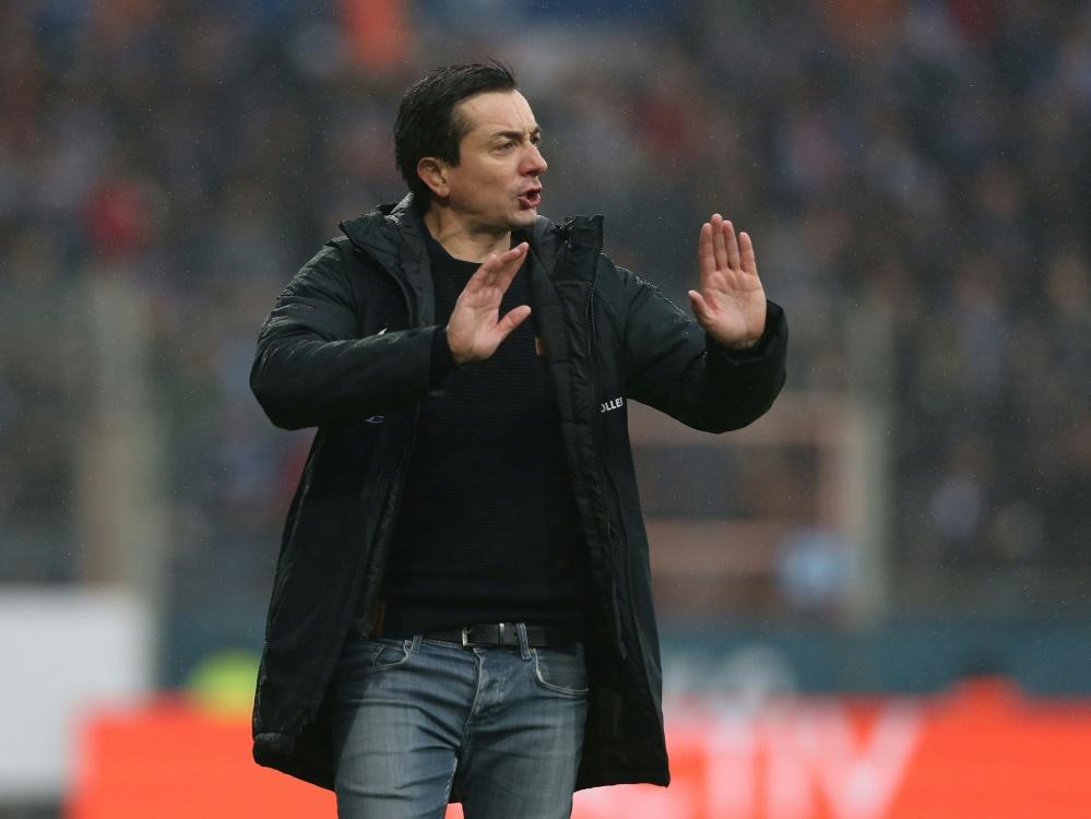 Braunschweig und Trainer Meyer holen ersten Saisonpunkt. ©FIRO/SID