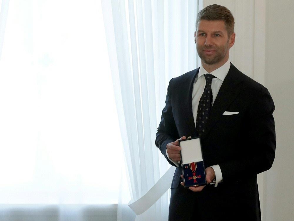Thomas Hitzlsperger erhielt das Bundesverdienstkreuz. ©SID MICHAEL SOHN