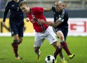 Nach Promille-Fahrt: Norwegischer Fußballer trifft mit Fußfessel