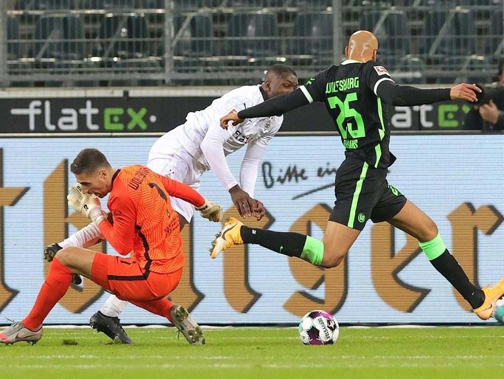 Umkämpfte Partie in Mönchengladbach endet Unentschieden. ©FIRO/SID firo Sportphoto/Ralf ibing