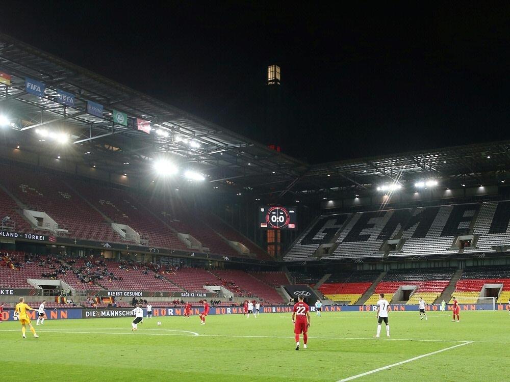 Das Spiel in Köln findet ohne Zuschauer statt. ©FIRO/SID