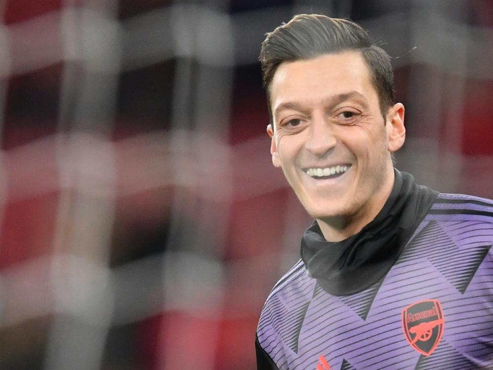 Özil will Gehalt von Kult-Maskottchen zahlen. ©SID BEN STANSALL