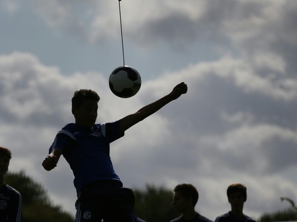 Amateure und Jugend: Trainingsmöglichkeiten fallen weg. ©FIRO Sportphoto/SID