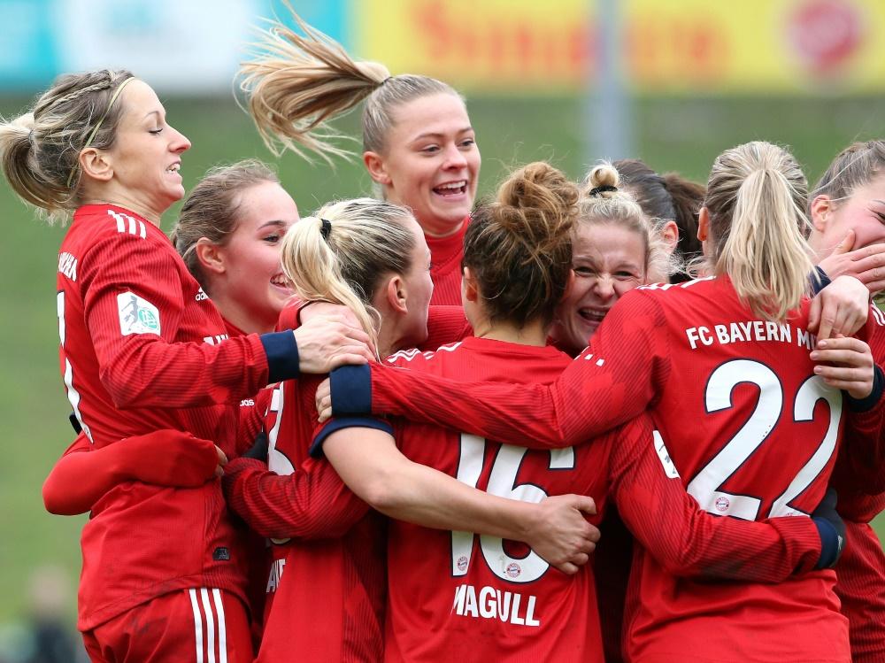 Die Fußballerinnen von Bayern München bleiben unbesiegt. ©FIRO/SID