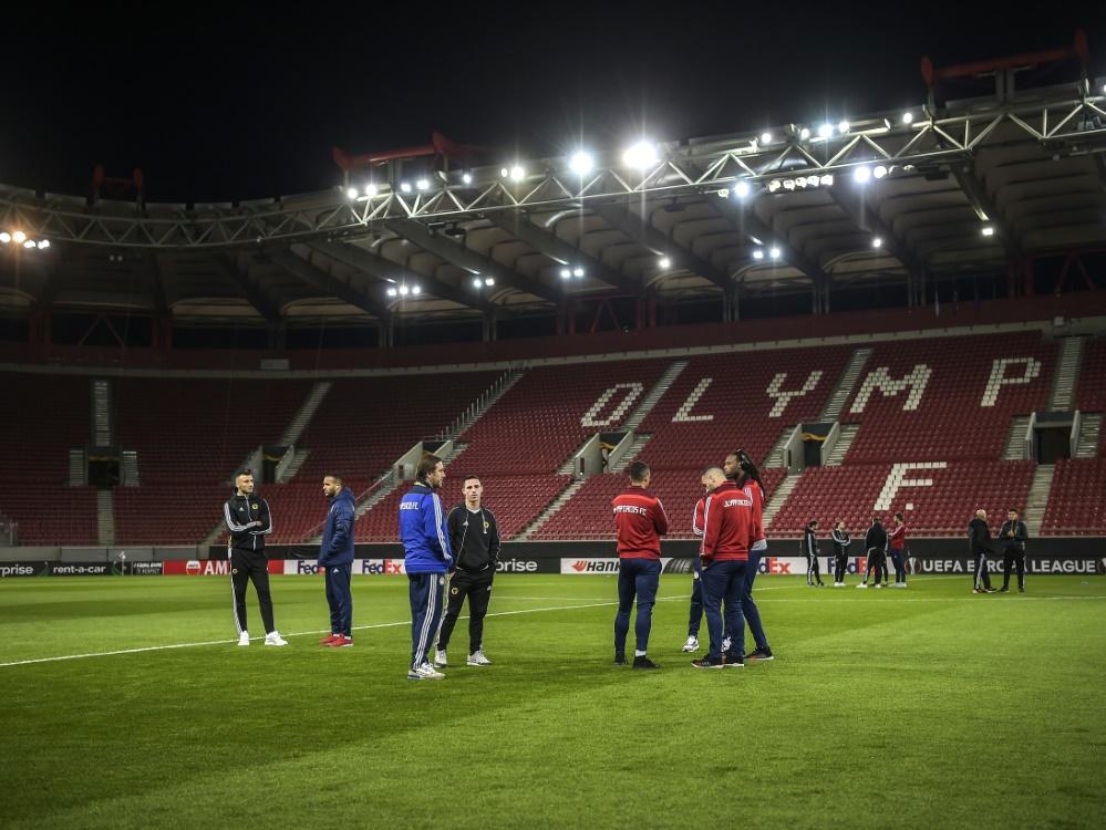 Beim Spiel von Olympiakos Piräus dürfen Fans ins Stadion. ©SID ANGELOS TZORTZINIS