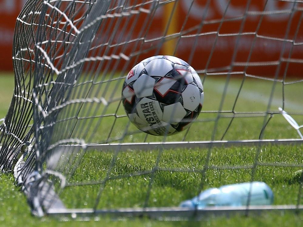 Kickers sorgen mit Fairplay-Eigentor für Aufsehen. ©FIRO/SID firo Sportphoto / Volker Nagraszus