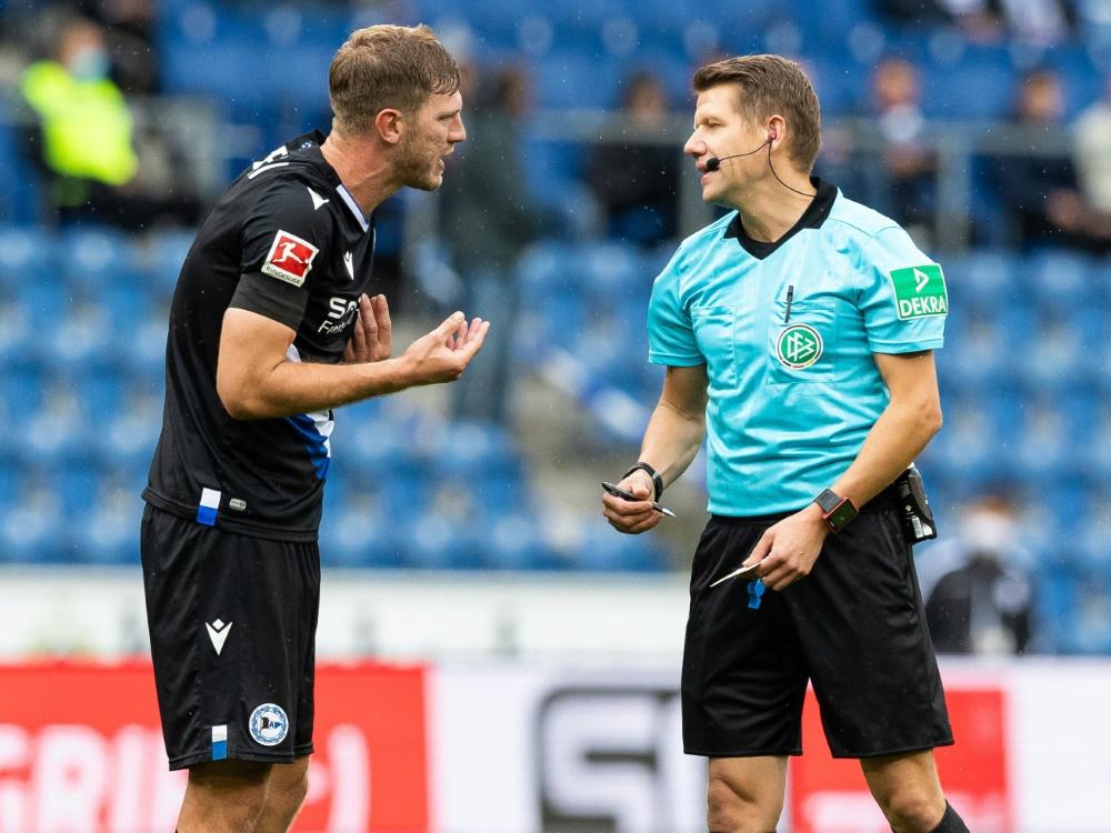 Bundesligadebüt mit 32 Jahren: Fabian Klos (l.). ©FIRO Sportphoto/SID