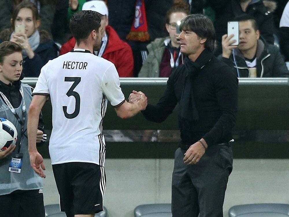 Hector (l.) beendete seine Nationalmannschaftskarriere. ©FIRO/SID
