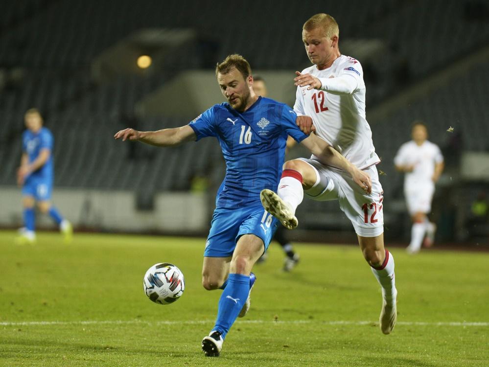 Sigurjonsson (l.) traf gegen Dänemark ins eigene Tor. ©SID HARALDUR GUDJONSSON