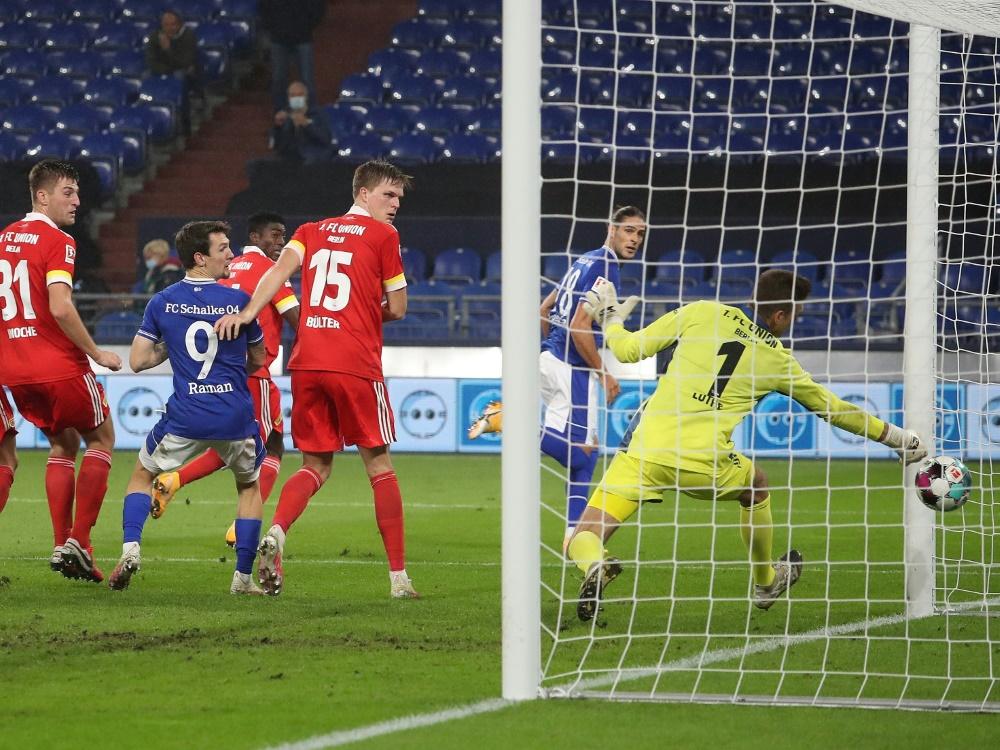 Schalke holte bei Baums Heimdebüt einen Punkt . ©FIRO/SID