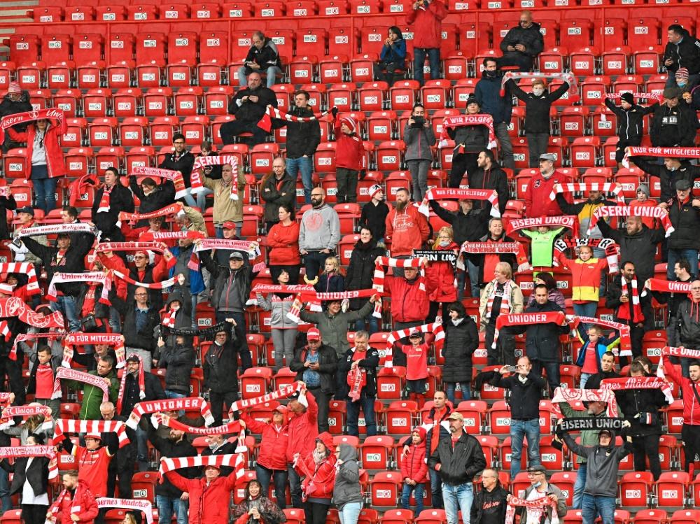Fan-Gesänge trotz Verbot beim Union-Testspiel. ©SID TOBIAS SCHWARZ
