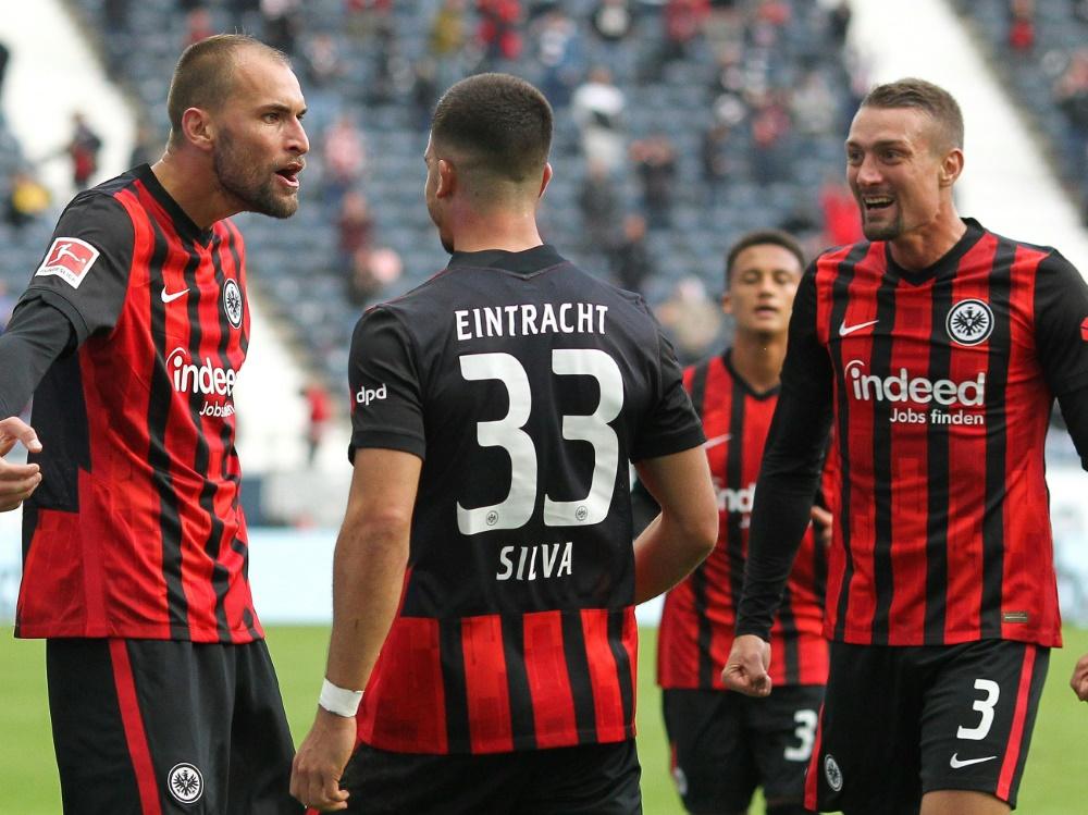 Bas Dost (l.) erzielte den Siegtreffer für Frankfurt . ©SID DANIEL ROLAND
