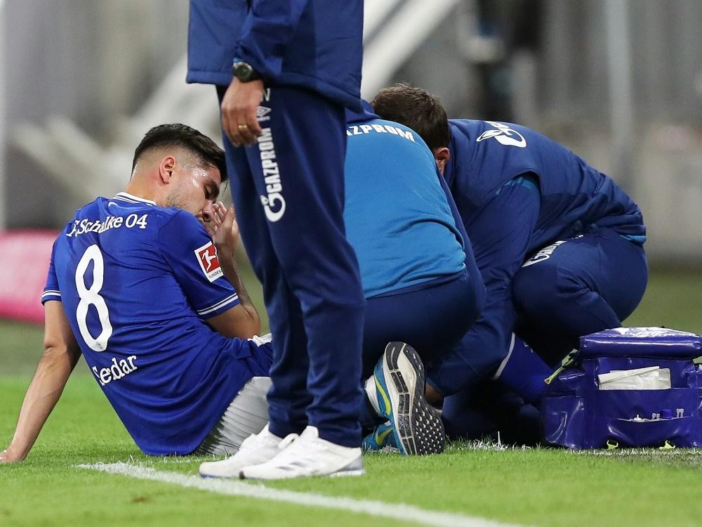 Suat Serdar verletzte sich im Spiel bei RB Leipzig. ©FIRO/SID