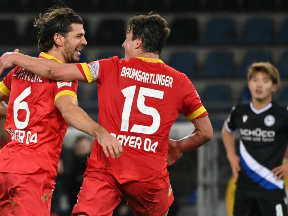 Aleksandar Dragovic (l.) traf für Bayer zum Sieg. ©SID Ina Fassbender