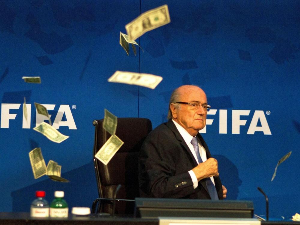 Blatter von FIFA angezeigt. ©FIRO/SID
