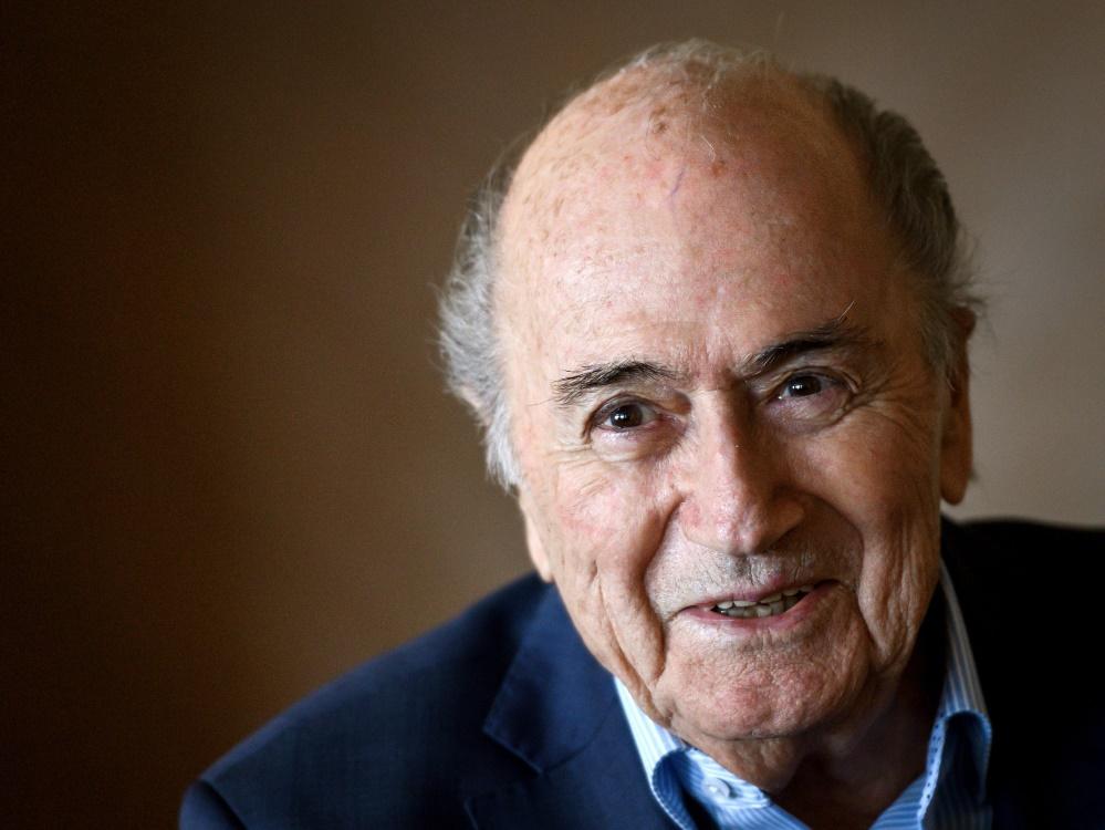 Joseph S. Blatter geht es wieder besser. ©SID FABRICE COFFRINI