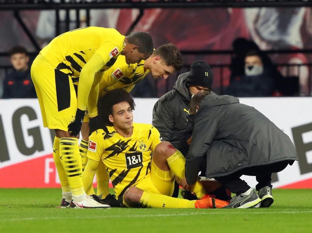 Axel Witsel musste verletzt ausgewechselt werden. ©FIRO/SID