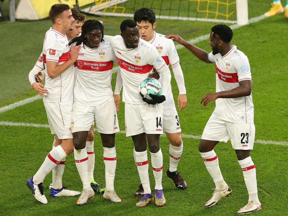 Der VfB Stuttgart gewinnt in Augsburg 4:1. ©FIRO/SID