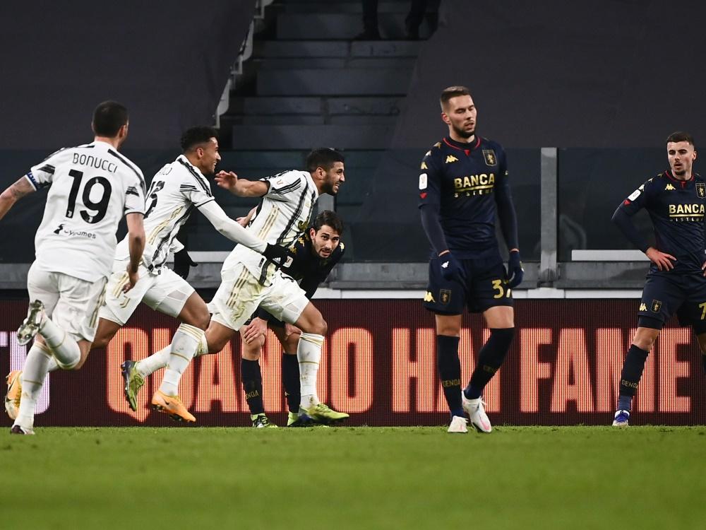 Hamza Rafia (3.v.l.) schiesst Juventus Turin zum Sieg . ©SID MARCO BERTORELLO