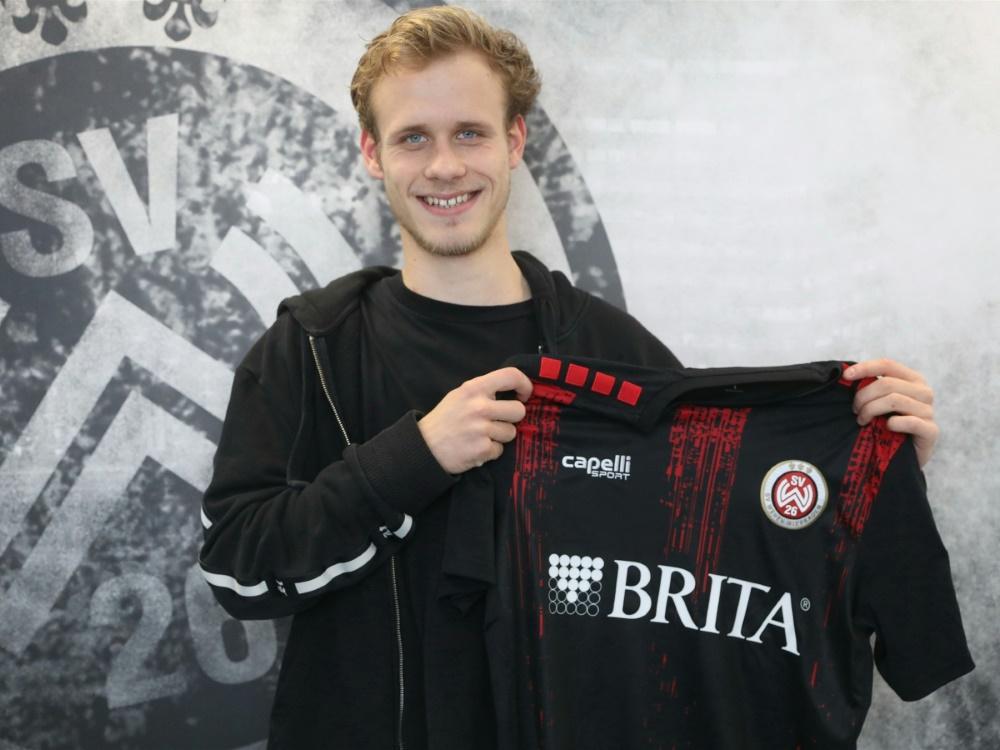 Lucas Brumme unterschreibt bei Wehen Wiesbaden. ©SVWW/SVWW
